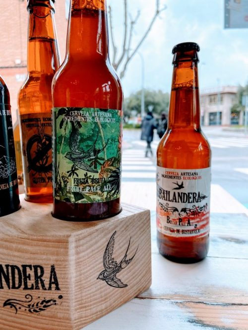 cata de cervezas artesanales Bailandera de la Sierra de Madrid más tapas veganas